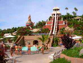 Vorderansicht Tower of Power Siam Park